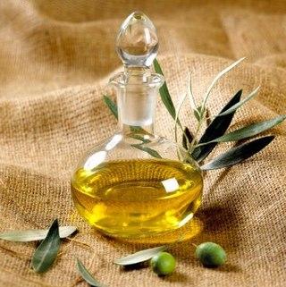 L'olio d'oliva, l'oro liquido per cuochi e pasticceri