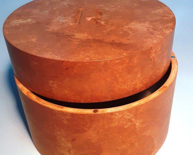 20200420_163654. urna cineraria cilindrica in multistati laccata finto marmo