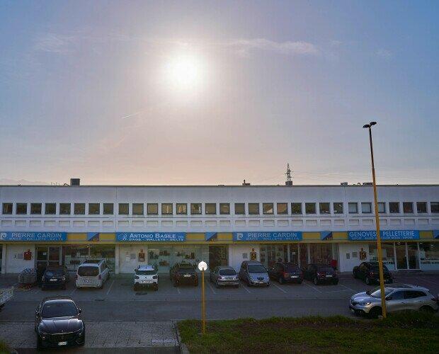 la nostra sede. sede della nostro magazzino , CIS di Nola isola 6