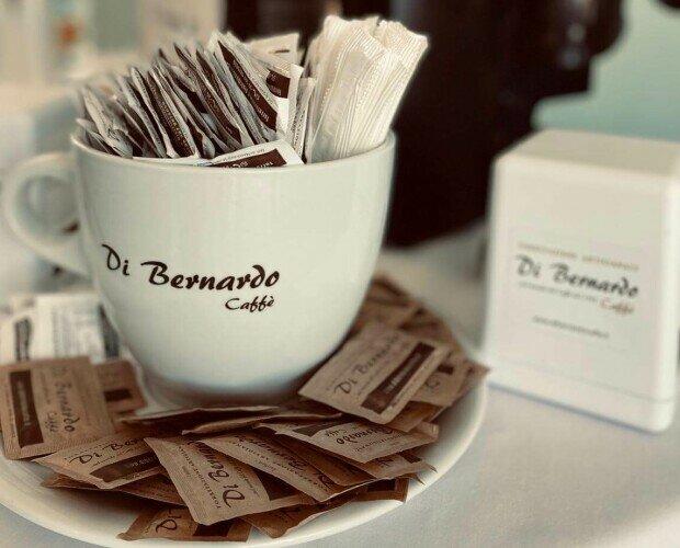 Di Bernardo Caffè. Di Bernardo Caffè, zuccheri ed accessori
