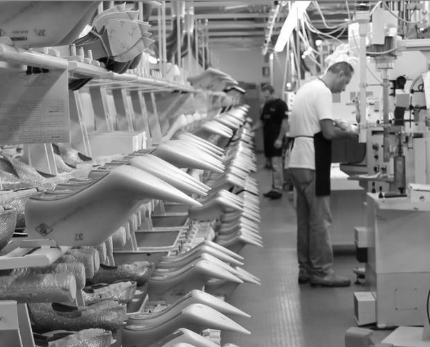 La nostra produzione. Calzature femminili per conto terzi.