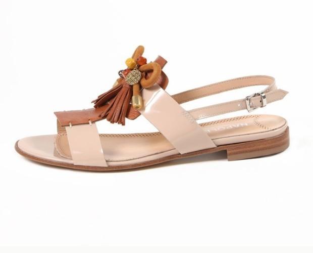 Sandali. Modelli eleganti e confortevoli.