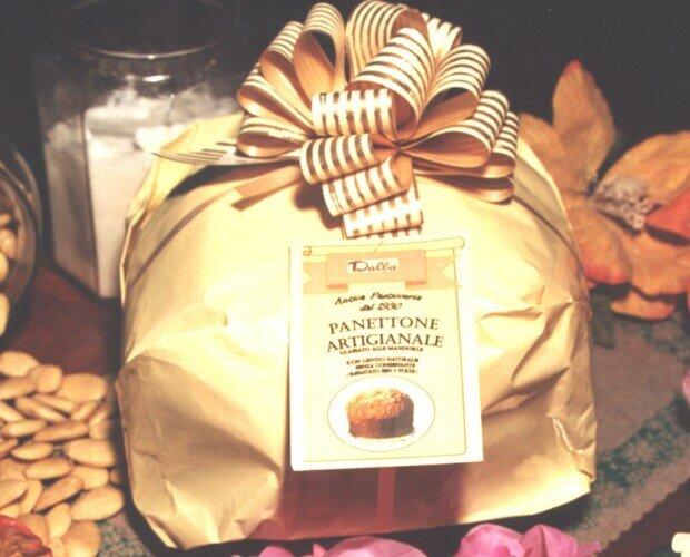 art.425. Panettone tradizionale artigianale solo uvetta g.800 incarto a pacco