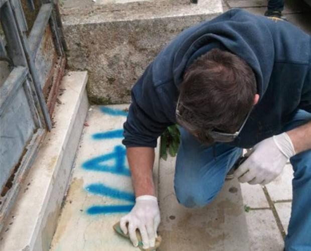 Eliminazione graffiti. Pulizia edifici.