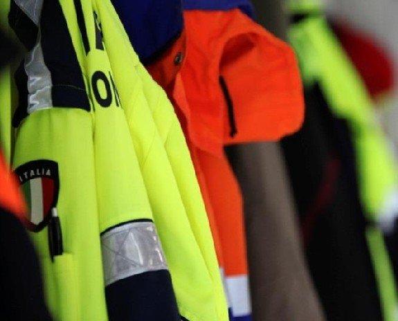 Abbigliamento Professionale.protezione_civile___divise_foto_archivio