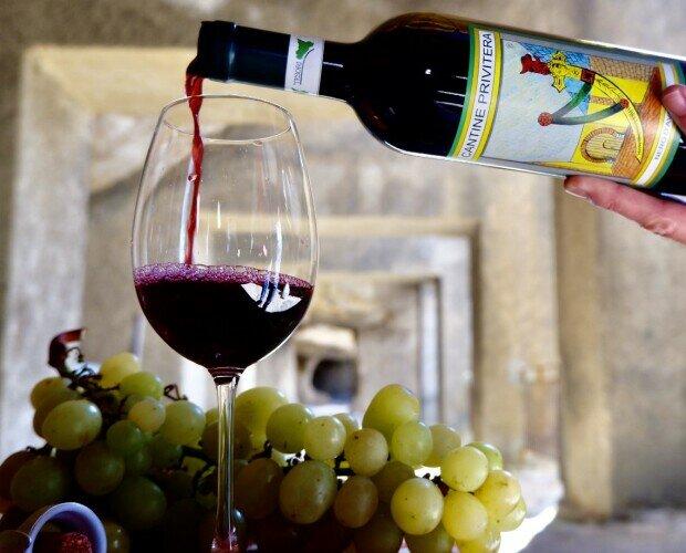 Vini Siciliani. Tesori Di Sicilia offre una vasta gamma di Vini selezionati da esperti del settore.
