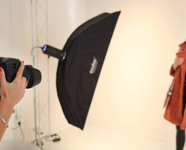 Sala pose e scatti. Professionisti della fotografia fashion all'opera!