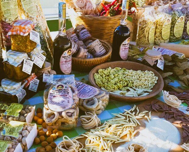 Prelibatezze artigianali. Pasta Artigianale, Liquori, Olio del Gargano, Dolci tipici, Caciocavallo Podolico
