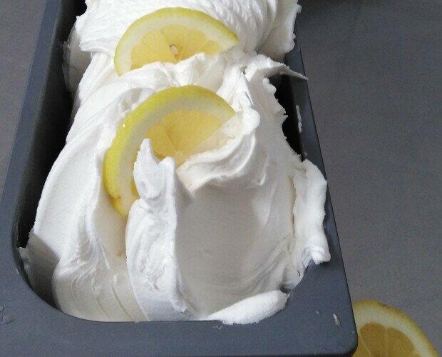 Gelato al Limone. Un gran dessert caratterizzato da un alto contenuto di succo fresco e zuccheri ridott