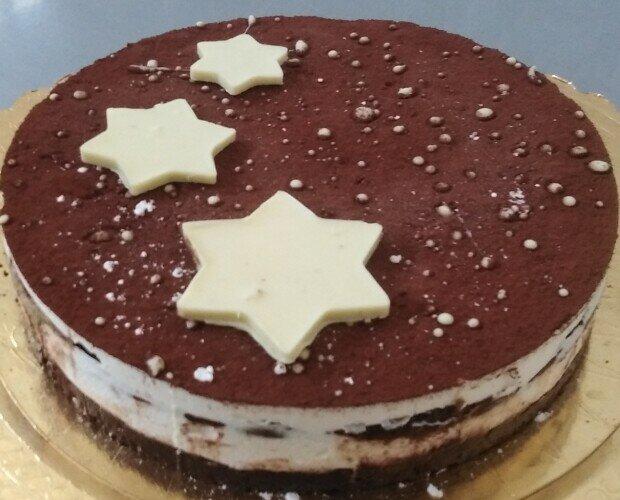 Semifreddo pandistelle. Per i più golosi offriamo questo favoloso dessert al cioccolato,panna fresca e cacao