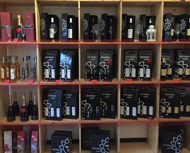 IMG_7797. Tutte le nostre bottiglie: vino, spumante, grappe. Confezioni dedicate.