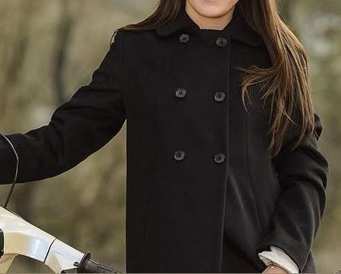 Cappotti da donna. Semplice e lineare.