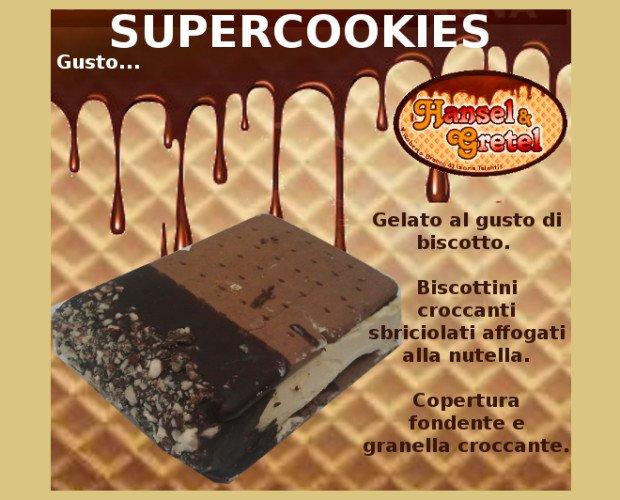 Supercookies. Gelato con biscotto, ricoperto al cioccolato.