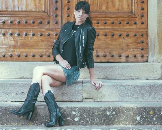 Stivali da donna. Stivale alto in vitello con tacco alto e punta stretta disponibile in nero