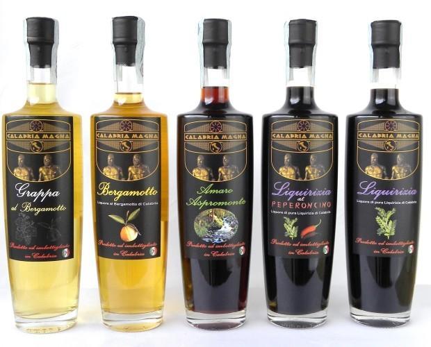 i nostri liquori. Grappa, Bergamotto, Amaro, Liquirizia al Peperoncino