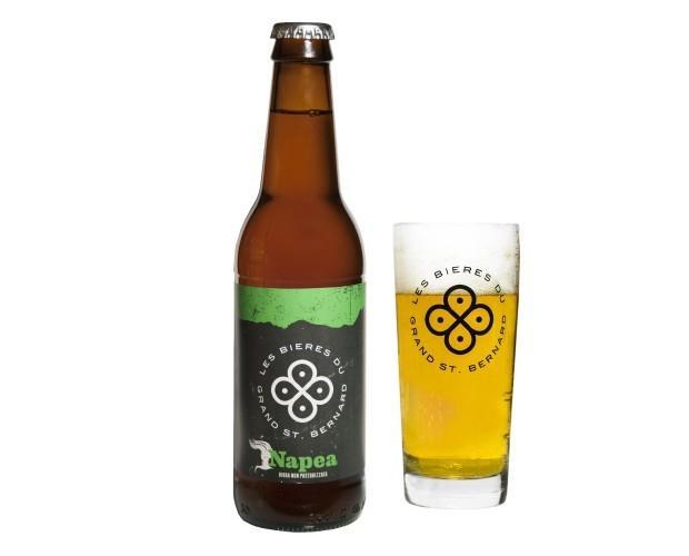 Napea. Birra artigianale chiara dal gusto mielato ed amaro.