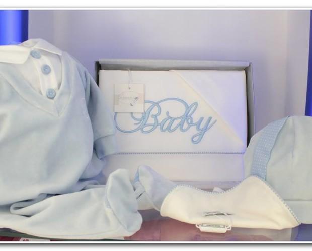 Completino per neonato. Prodotti eleganti e delicati.