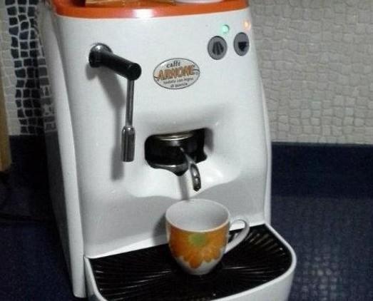 Macchina caffè. Macchina caffè per cialde Caffè Arnone