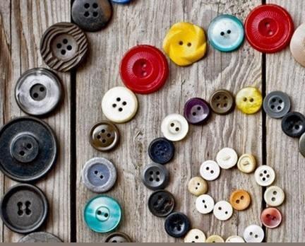 Bottoni. Forniamo anche servizio di tintura bottoni.
