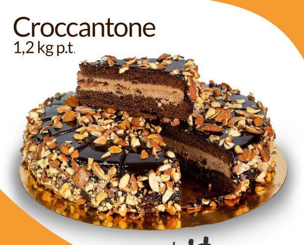 Croccantona. Pan di Spagna al cioccolato bagnato al rum farcito con panna al cioccolato