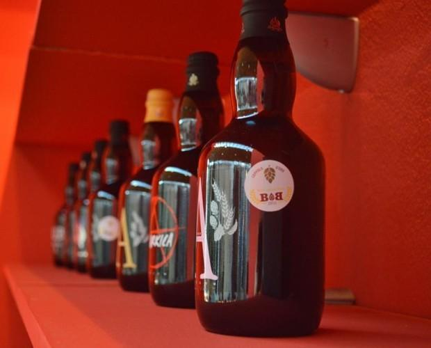 Le nostre birre. In eleganti bottiglie scure.