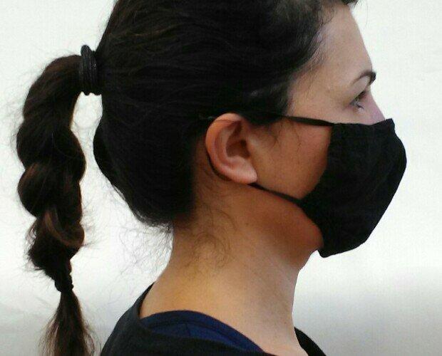 Mascherine in tessuto. Il tessuto è inoltre oggetto di un trattamento speciale traspirante, anti goccia.