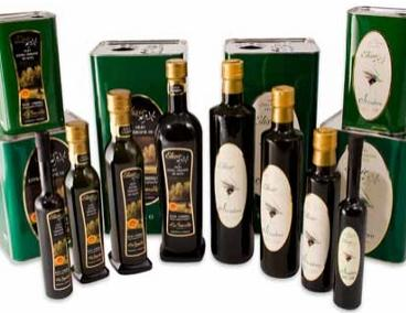 elisirpng. Oliere e piccole bottiglie decorate