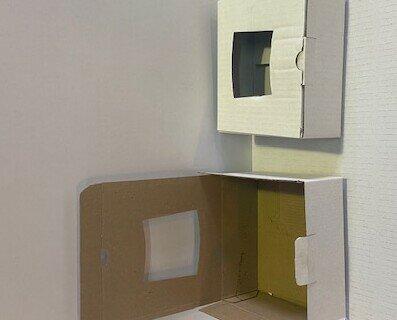 Scatole con finestra in PVC. Scatole con finestra in PVC fatta in cartone e per prodotti alimentare