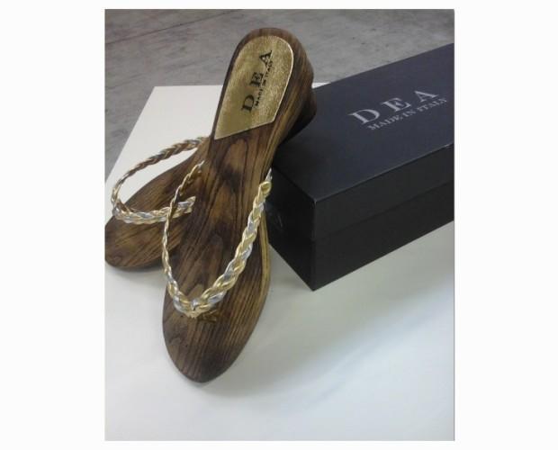 Infradito. Sandali femminili oro/platino