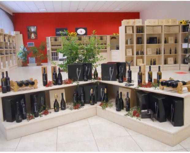 Lo Spaccio. Degustazione dei vini per i nostri clienti