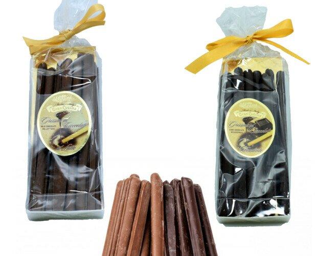 Grissini ricoperti con cioccolato. Grissini piemontesi ricoperti con cioccolato fondente o al latte, ottimi come desser