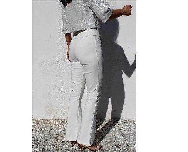 pantaloni. pantaloni