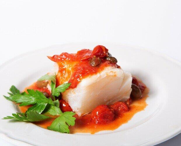 Piatti di Pesce.Piatto preparato con il pomodoro del piennolo del Vesuvio.