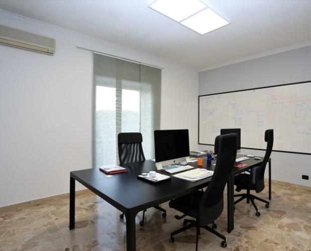 Ufficio Privato. Noleggio temporaneo ufficio con 4 postazioni