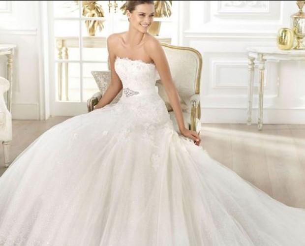 I modelli. L'abito da sposa deve essere comprato 4 mesi prima