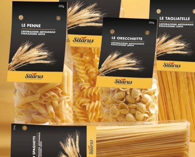 Pasta secca. Eliche giganti, penne, orecchiette, tagliatelle e spaghetti.