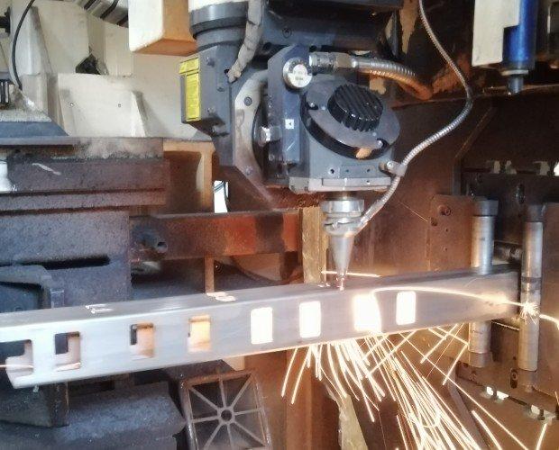 laser tubi 2.