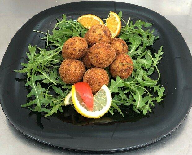 Bocconcini pollo radicchio gorgonz. Prodotto disponibile surgelato o prontoforno.