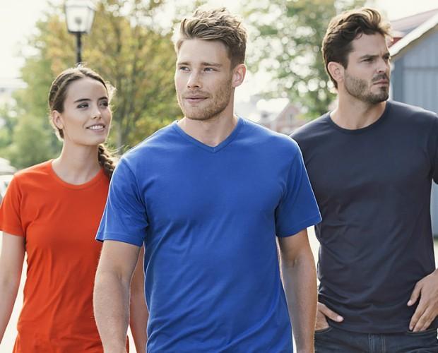 T-shirt uomo e donna. T-shirt uomo e donna con grande varietà di colori