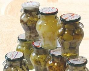 olive. Vasta scelta di olive, snocciolate e farcite