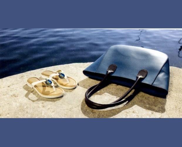 Sandali e borsa. Produzione artigianale