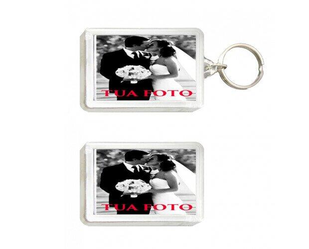Portachiavi e magnete. In PVC, dimensione cm 7,5 x 4,5. Varie immagini disponibili.