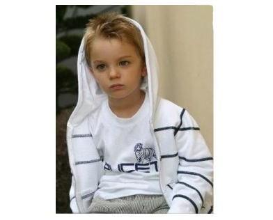 Abbigliamento. Per bambino e bambina, casual e trandy.