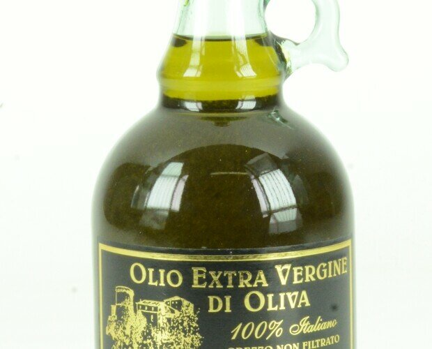 Olio di Oliva.Bottiglie di olio EVO le confezioni vanno dalle Bottiglie di ogni misura alle lattine