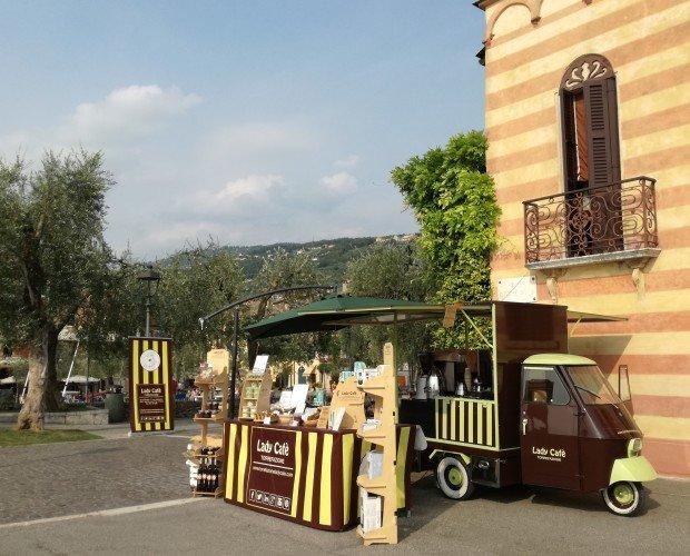 APECAR LADY CAFE'. Il nostro Apecar ad un evento a Torri del Benaco
