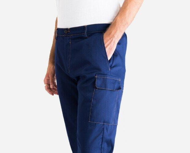 Pantalone da lavoro. Pantalone con due tasche inclinate sui fianchi, tasca posteriore + tascone laterale