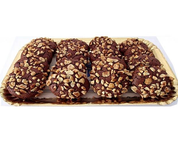 Biscotti. Biscotti al cioccolato con nocciole.