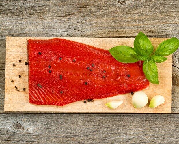 Pesce e Frutti di Mare. Pesce. Pescato salvatico dell`Alaska. Pesce senza intermediari direttamente dal pescatore.