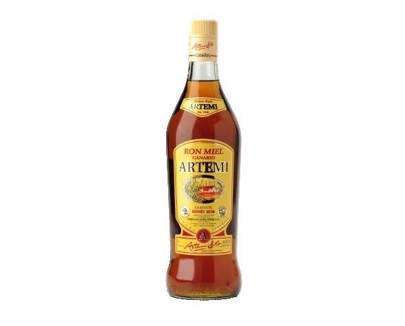 Liquori. Rum. Una mescolanza di rum di miele d'api.