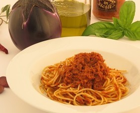 Crema con melanzane. Crema di pomodori essiccati, melanzane e olive